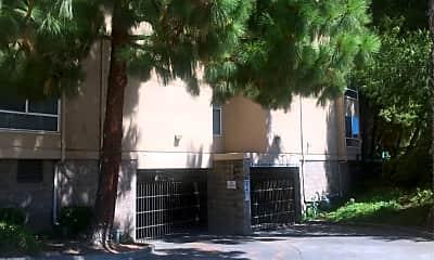 Silvercrest Residence, 2