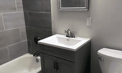 Bathroom, 7 Holmes St, 2