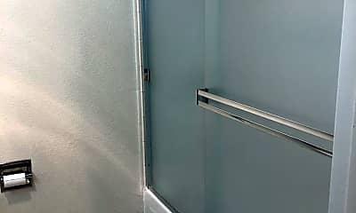 Bathroom, 1385 Shattuck Ave, 2