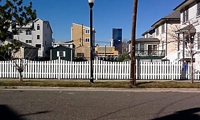 Building, 512 Magellan Ave, 1