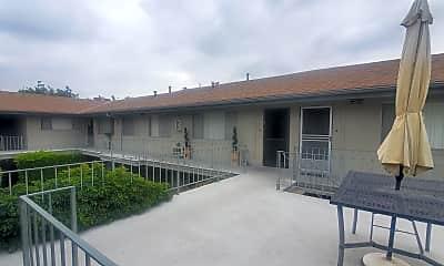 Building, 411 N Chapel Ave, 1