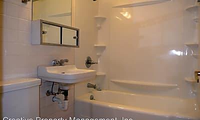 Bathroom, 2009 5th St NW, 2