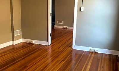Living Room, 104 W Chestnut St, 1