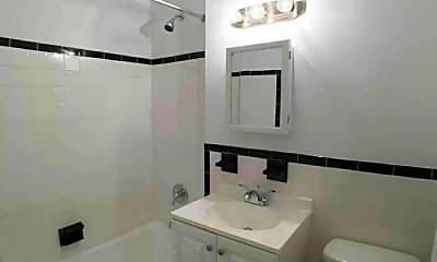 Bathroom, 2001 Bruckner Blvd, 2