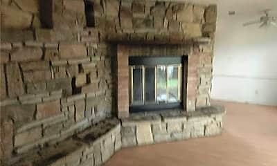 Building, 827 Lakeview Ridge, 1