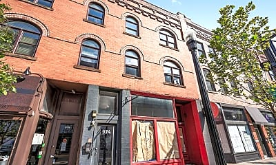 Building, 974 N High St B, 1