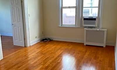 Living Room, 2864 E 196th St 3, 2