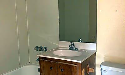 Bathroom, 100 Hall St, 2