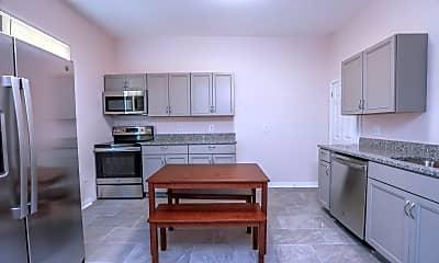 Kitchen, Room for Rent - Petersburg Home, 0