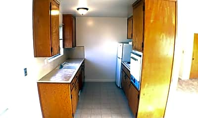 Kitchen, 683 Grand Coulee Ave, 1