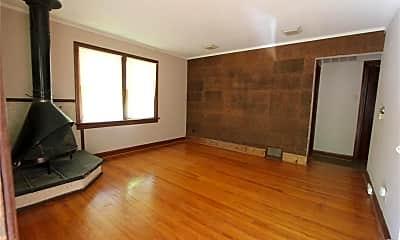 Living Room, 40 Lamar Dr, 1