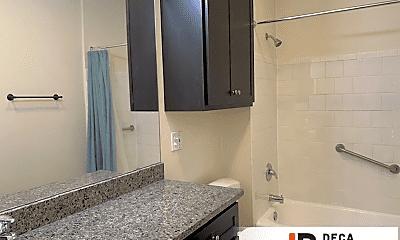 Bathroom, 5104 Southwest Ave, 1