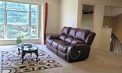 Living Room, 2203 Saratoga Blvd, 2