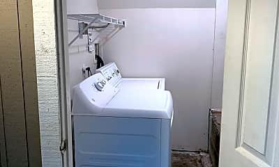 Bathroom, 712 Warren Ave N, 2