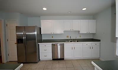 Kitchen, 206 Greenbriar Cir, 1