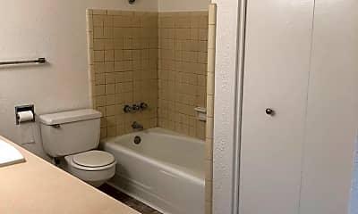Bathroom, 520 Pacific Hwy W, 2