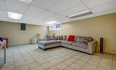 Living Room, 510 Cedar Ave, 2
