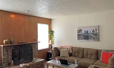 Living Room, 507 N Walnut Creek Dr, 1
