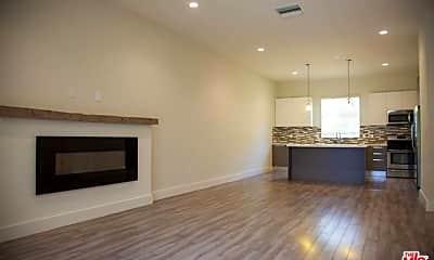 Living Room, 5674 Hazeltine Ave, 2