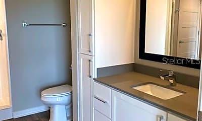 Bathroom, 295 NW Ivanhoe Blvd, 2