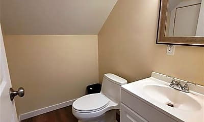 Bathroom, 38 Bull Ave, 2