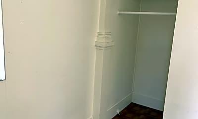 Bathroom, 1712 Clark St, 2