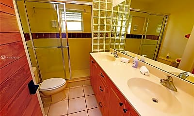 Bathroom, 1740 NE 49th St 1121, 2