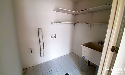 Bathroom, 776 E 8th St, 2