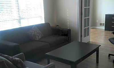 Living Room, 37 Howard Ct, 2