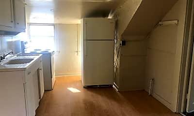 Living Room, 330 Barrett Pl, 2