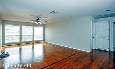 Living Room, 703 N Butternut Ct, 1