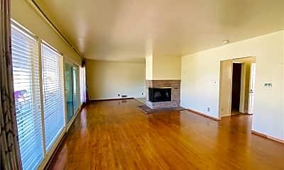Living Room, 5165 Peacock Ln, 1
