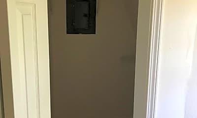 Bathroom, 813 Arkridge Cir, 2