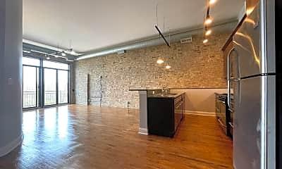 Building, 529 N Milwaukee Ave, 1