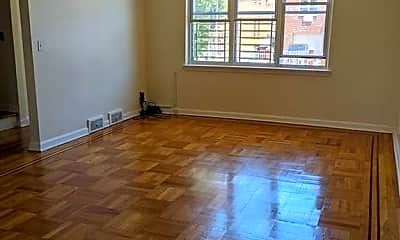 Living Room, 1112 E 212th St 2, 2
