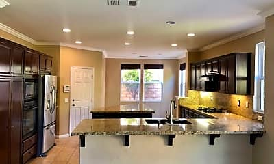 Living Room, 6672 Flattop Ct, 1