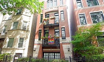 Building, 824 W Buckingham Pl, 0