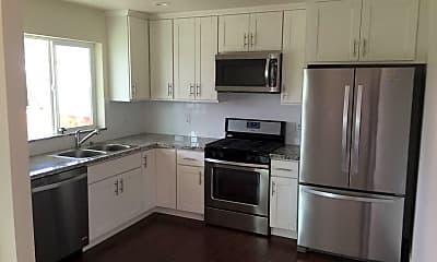 Kitchen, 1015 Circuit Dr, 1