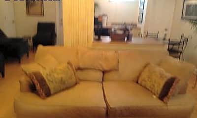 Living Room, 9135 Piscataway Rd, 2