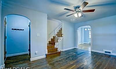Living Room, 2316 13th Pl NE, 1