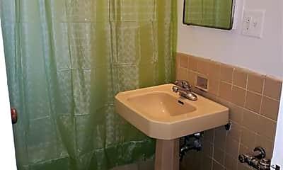 Bathroom, 89 Metropolitan Oval 1H, 2