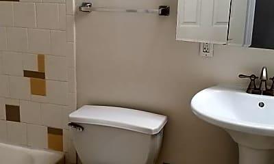 Bathroom, 809 N 16th St, 2