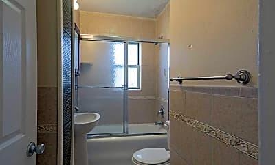 Bathroom, 263 Franklin Avenue, 2