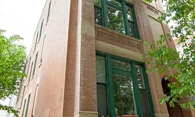Building, 839 N Marshfield Ave, 1