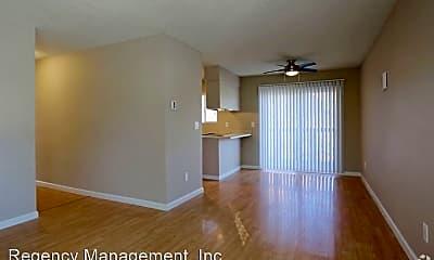 Living Room, 13945 S Beavercreek Rd, 1