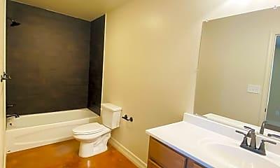 Bathroom, 609 Northside Dr, 2