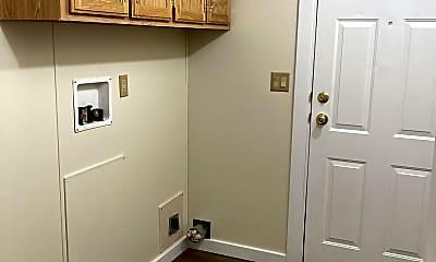 Bathroom, 1403 Spring St, 2
