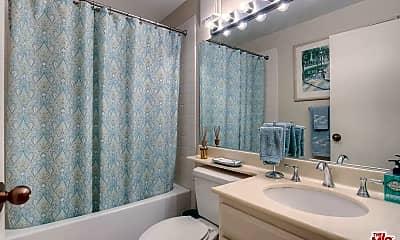 Bathroom, 600 W 9th St 205, 2