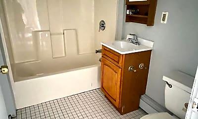 Bathroom, 523 Francis St, 2