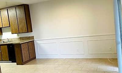 Living Room, 2432 Mohawk St, 2
